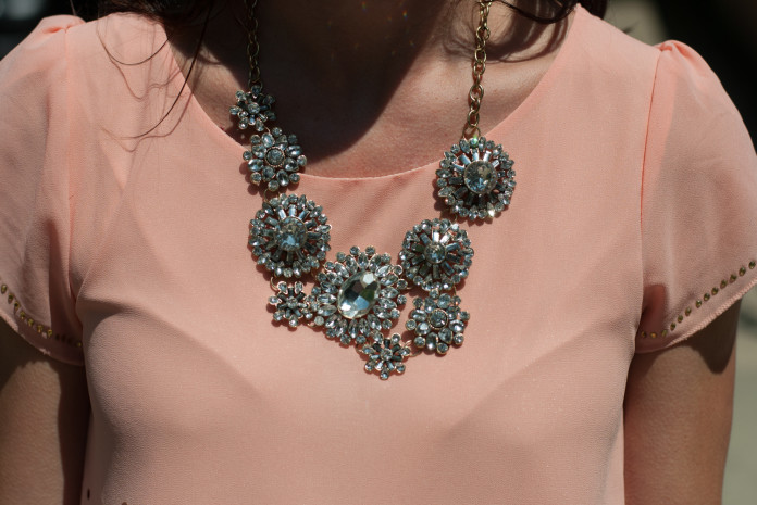 jane_necklace_blouse